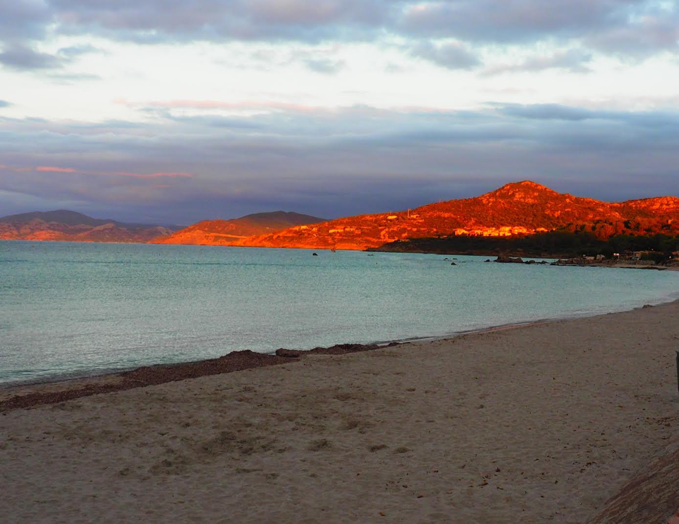 Coucher de soleil vu de la plage à  L'île-RousseMylène Gallard