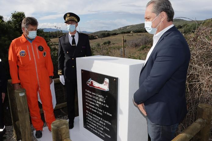 Alain Huet, Guy Armanet et Florent Farge ont dévoilé la plaque (Photos Gilbert Guizol)