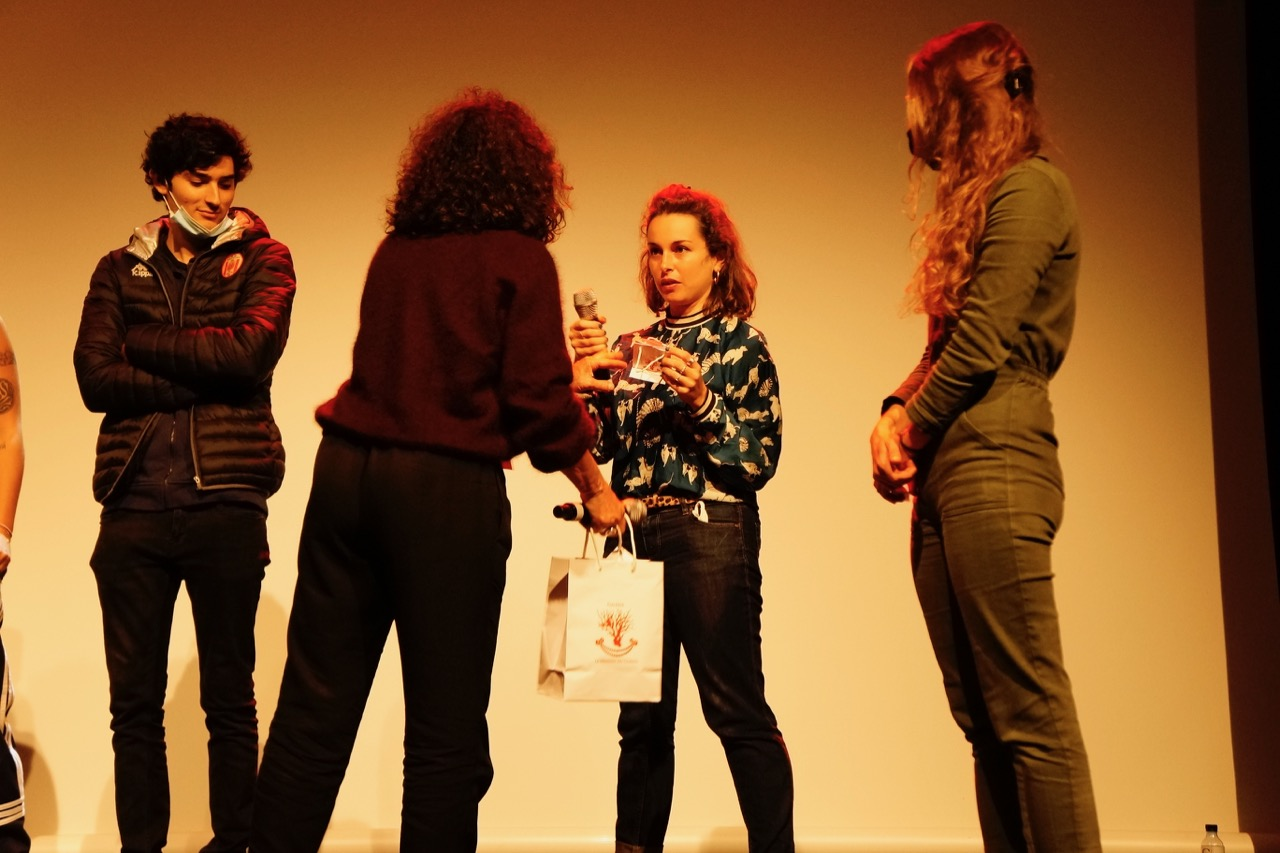 Camille Varenne obtient le prix du meilleur court métrage par le Jury jeune ©LH