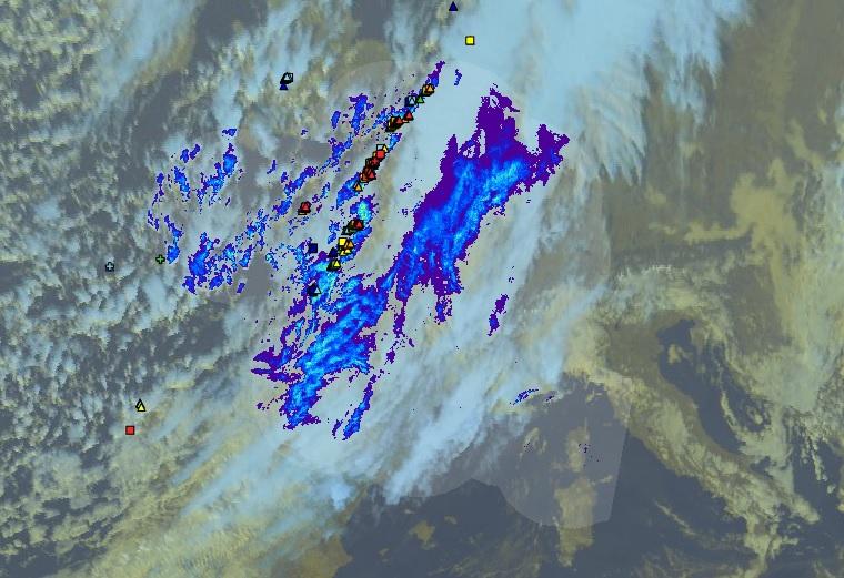 La zone pluvio-orageuse située ce dimanche sur le centre de la France, touchera la Corse lundi en tout début de journée.