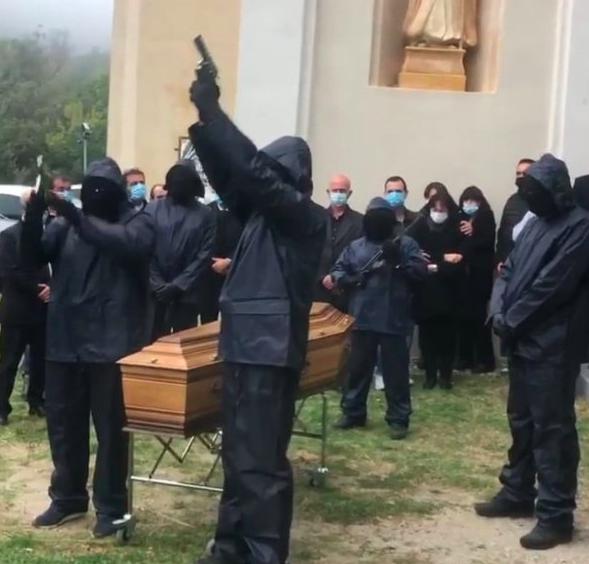 """Une enquête ouverte après l'hommage du """"FLNC des anonymes"""" à Stéphane Leca"""