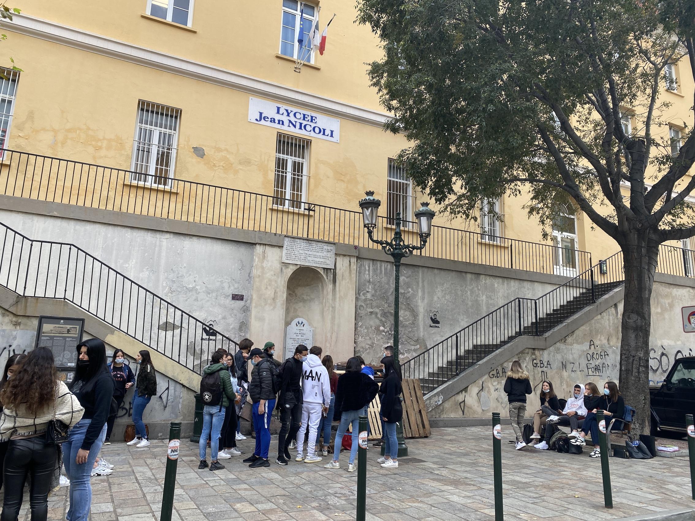 Les lycéens bloquent le lycée Jean Nicoli