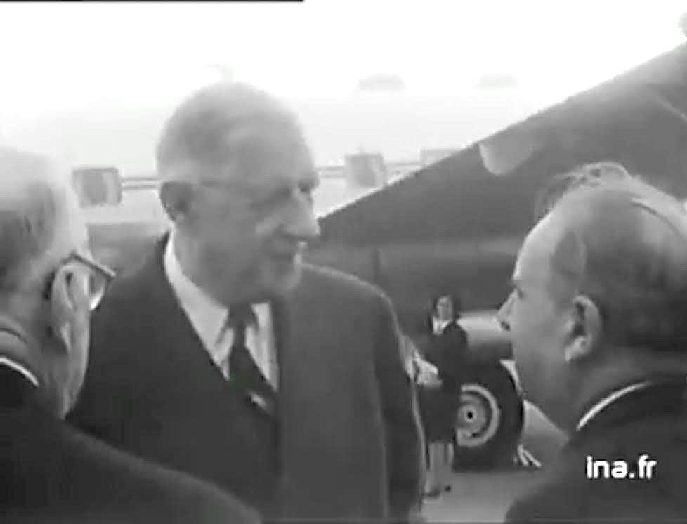 Charles De Gaulle accueilli à Poretta par Jacques Faggianelli, maire de Bastia