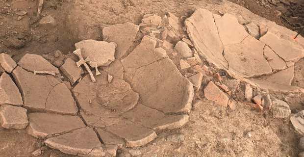 Des fonds de dollia, grandes jarres de 2 mètres de haut, en partie enterrées dans le sol et qui servaient à stocker le vin, ont été retrouvés à Lucciana par l'INRAP dans le cadre de l'archéologie préventive sur le site de construction d'une maison individuelle. Photo CNI.