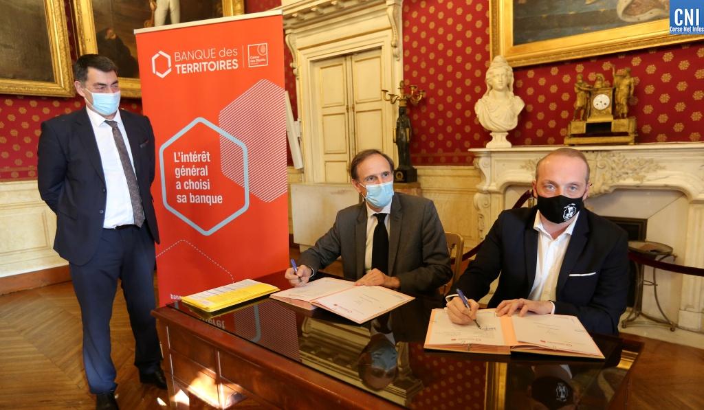 Laurent Marcangeli, maire d'Ajaccio et président de la Communauté d'Agglomération du Pays Ajacciens (CAPA) et Olivier Sichel, directeur de la Banque des Territoires (Photo : Michel Lucioni)