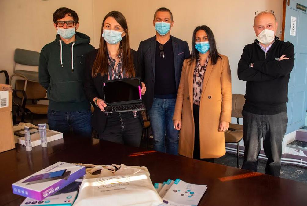 Ajaccio : la municipalité offre 28 tablettes numériques à des familles des quartiers prioritaires