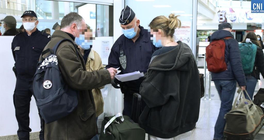 Les contrôles à l'aéroport d'Ajaccio. Photo : Michel Luccioni