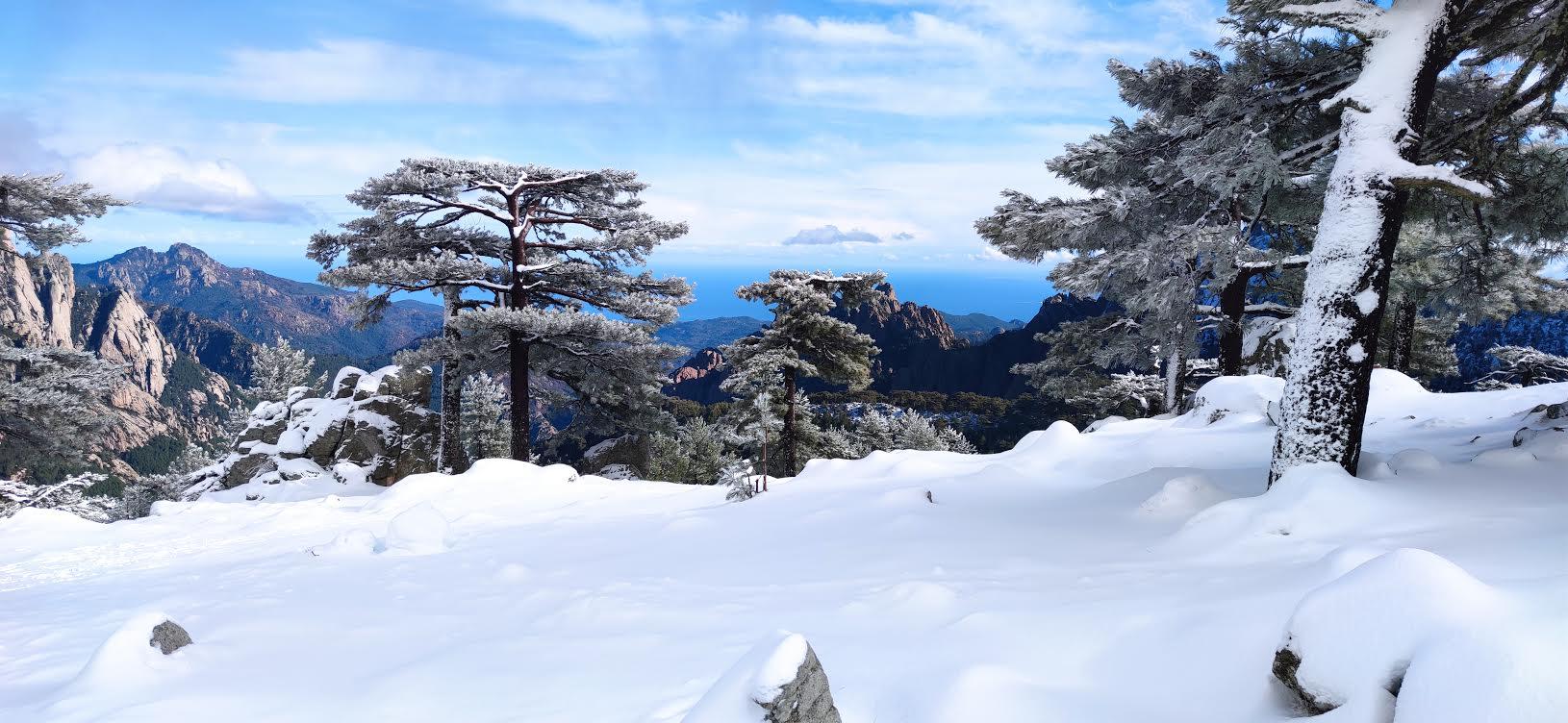 Vue sur Solenzara et la mer Tyrrhénienne depuis Bavella (tonytotoas)