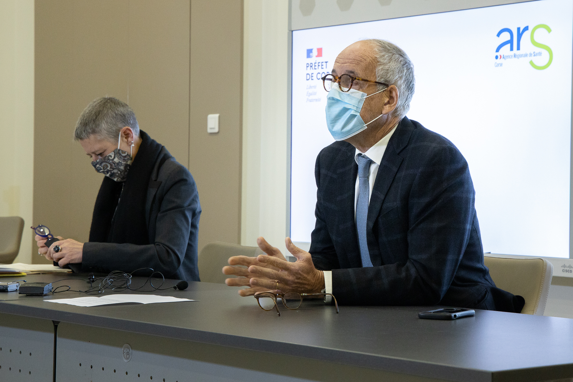 La directrice de l'ARS Marie-Hélène Lecenne et le préfet de Corse Pascal Lelarge. Photo : Laurent Roch.