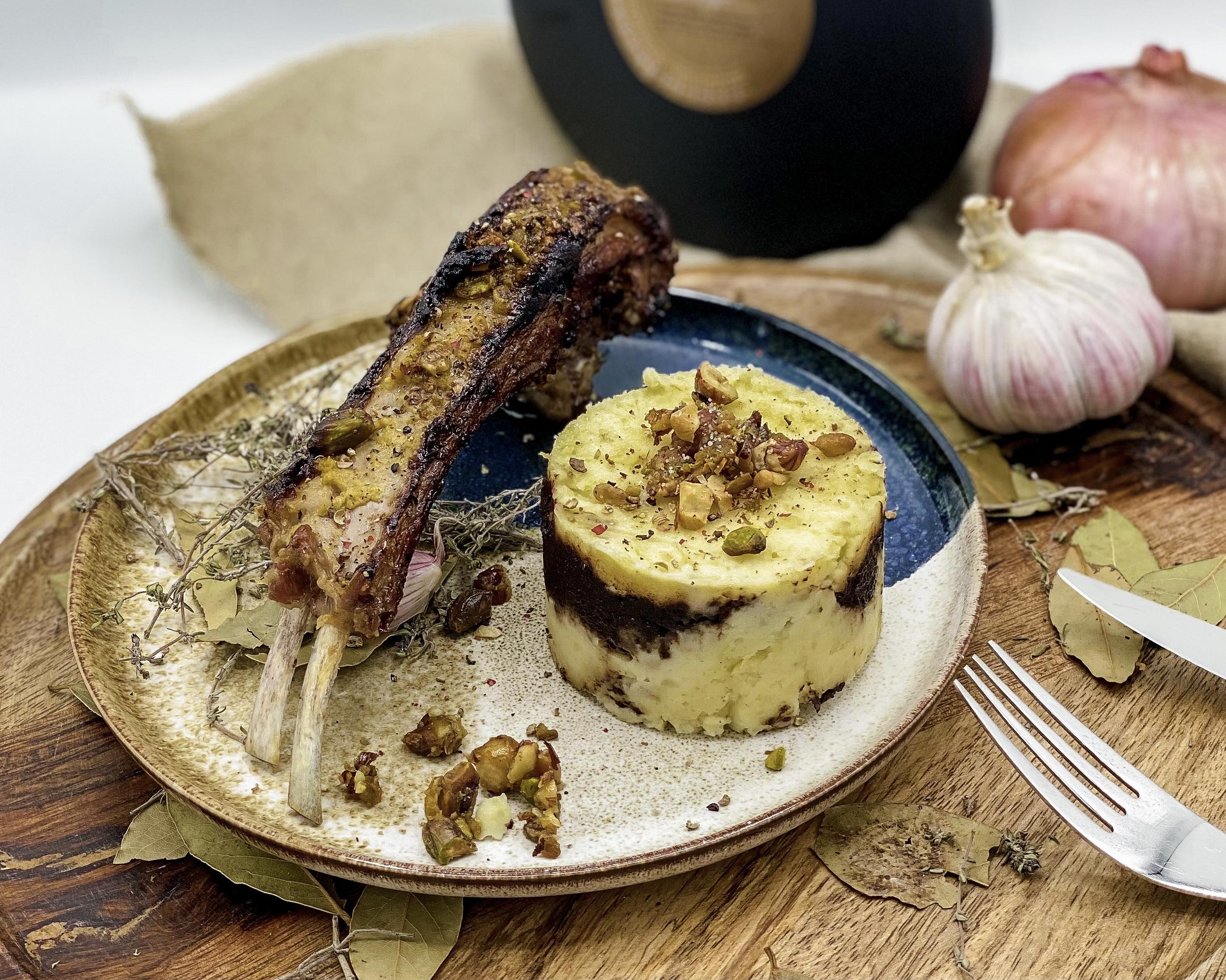 Un jour, une recette circuit court corse : les côtelettes d'agneau en croûte de noisettes de Cervioni