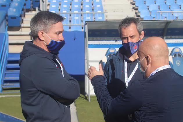 L'entraineur français Jean-Marc Béderède (à gauche) peut-être fier de la réaction de ses joueurs