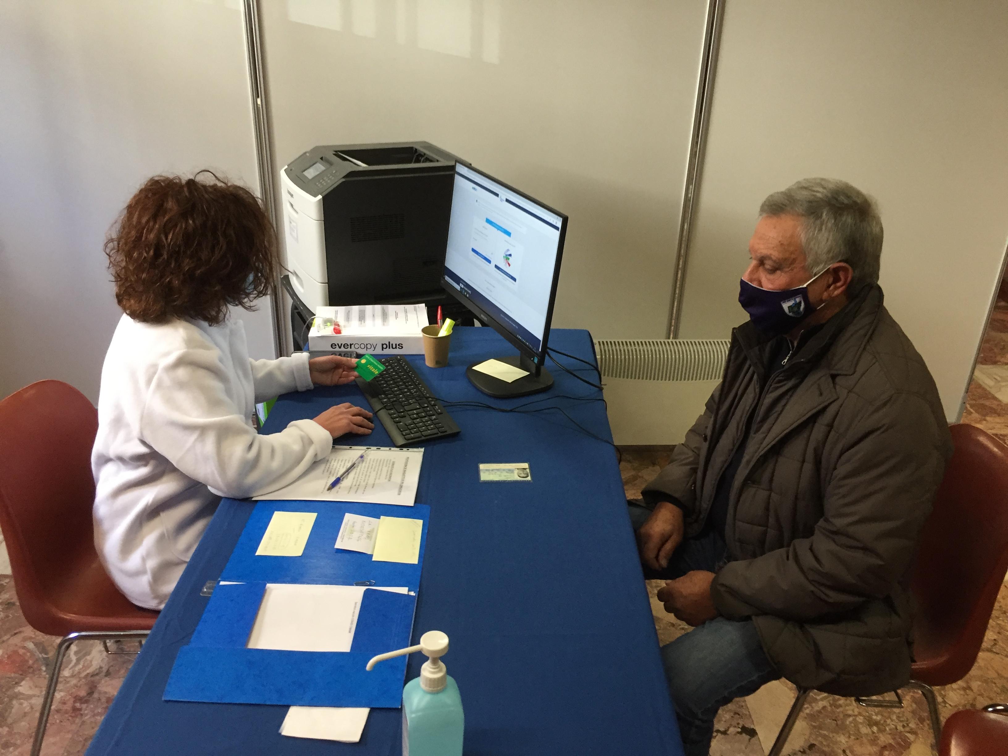 Parmi les premières personnes à se faire vacciner ce lundi, l'ancien président du SC Bastia, Michel Sorbara