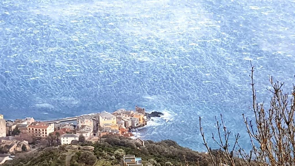 Mer démontée dans le Cap Corse (Photo Marité Valery)