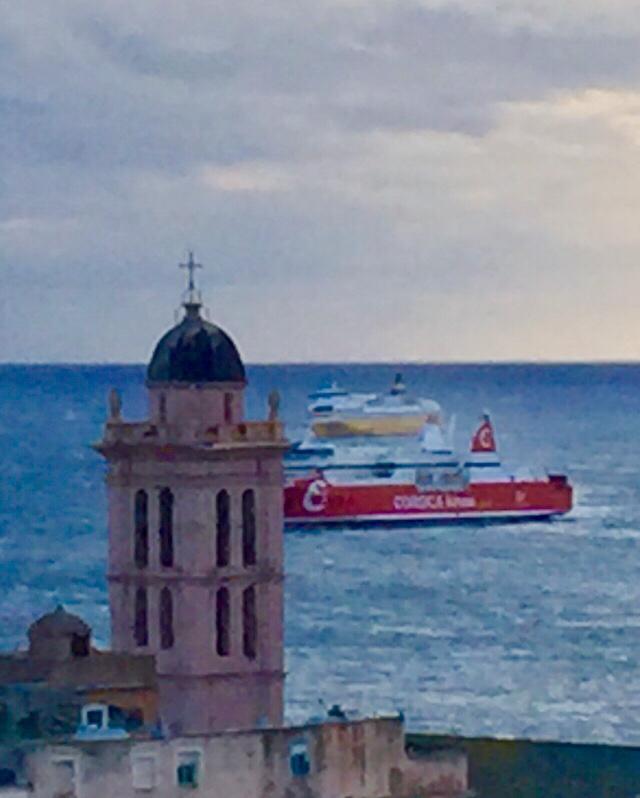 Vent violent : deux bateaux bloqués au large de Bastia