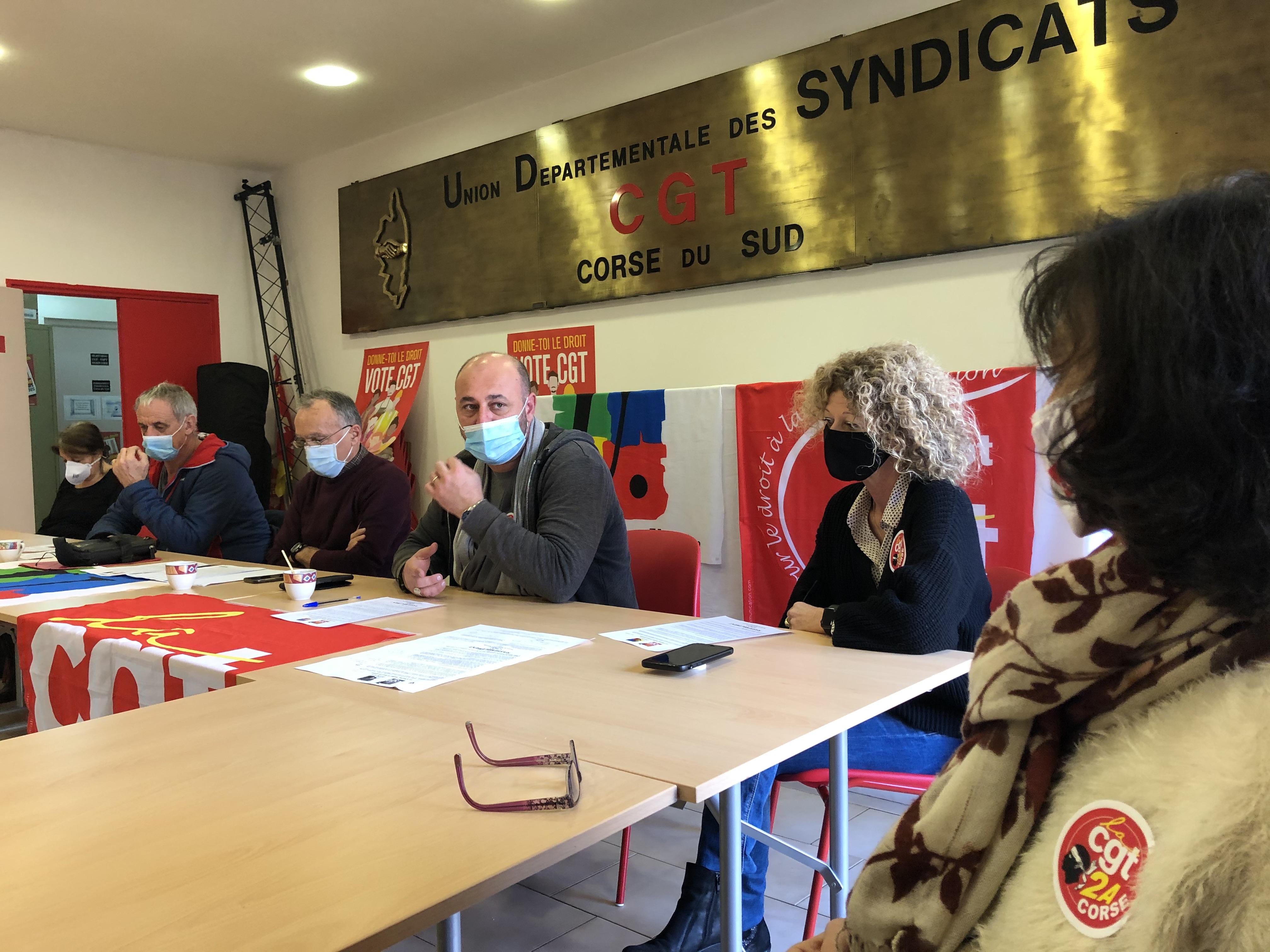Photo de la conference de presse de ce 2 février, Michel Luccioni
