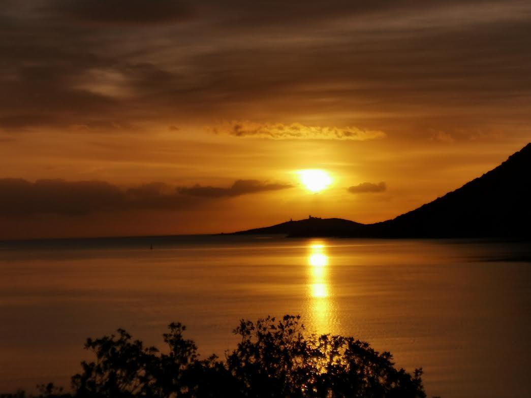 Le soleil se lève sur le golfe d Porto-Vecchio (Franck Tarussio!