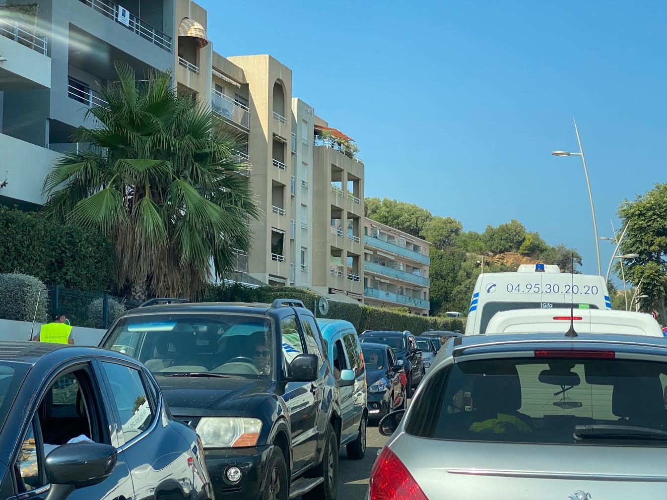 Même si leur travail est à moins de 5 km, les Corses y vont en voiture