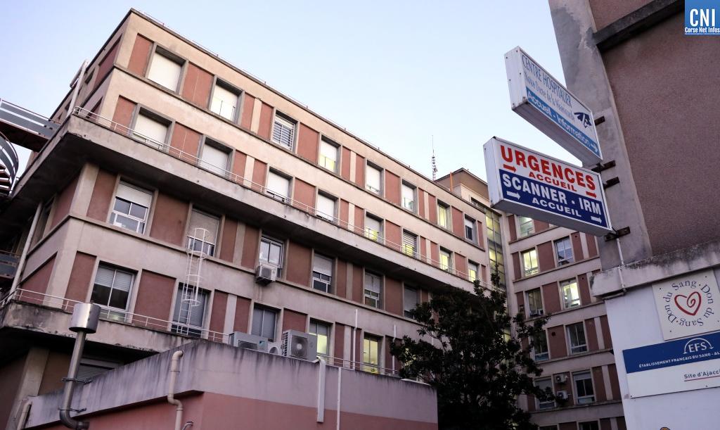 """L'hôpital d'Ajaccio passe, comme tous les hôpitaux de France, en """"organisation de crise"""". Photo : Michel Luccioni"""