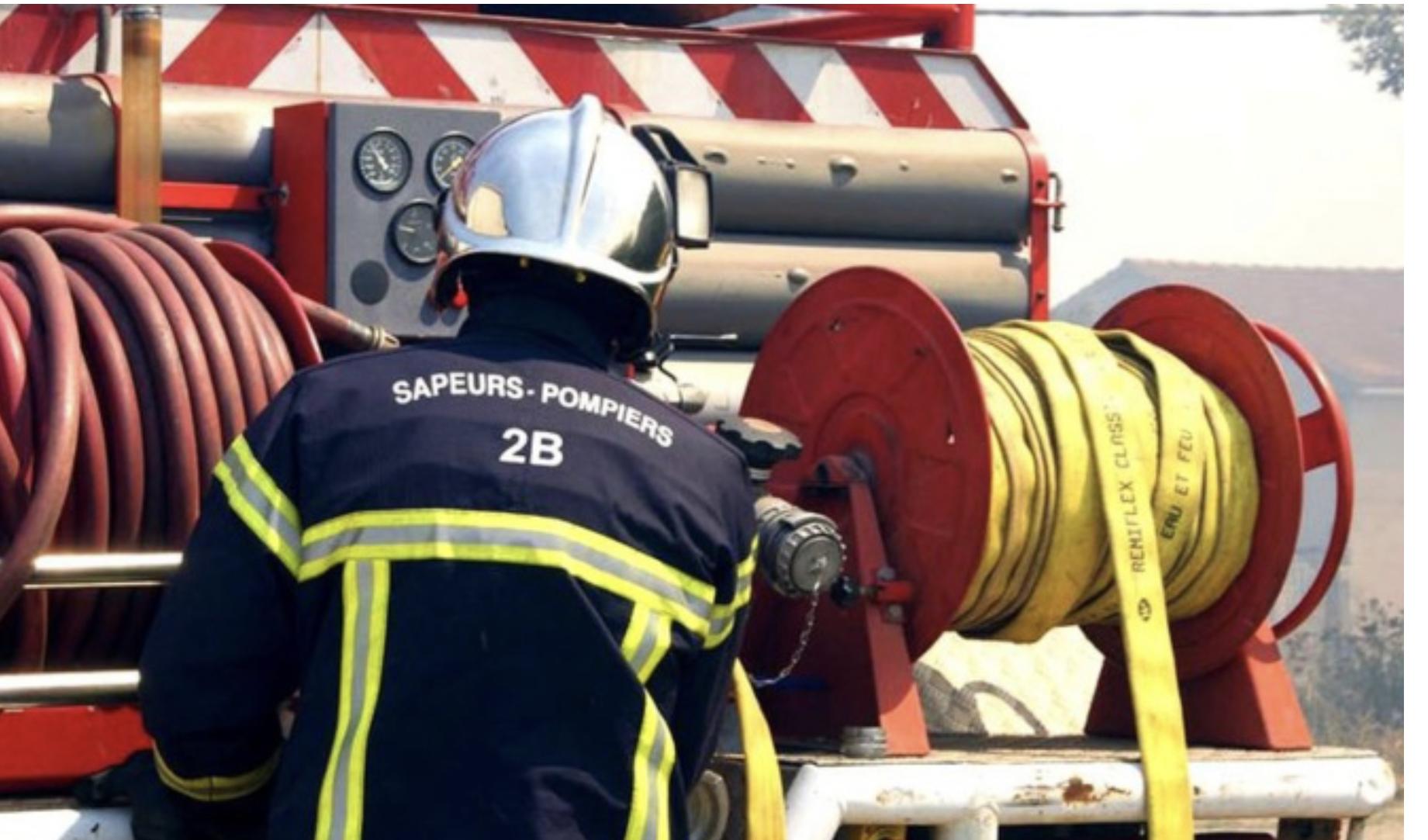 Linguizzetta : un bulldozer en feu sur la route de Pianiccia