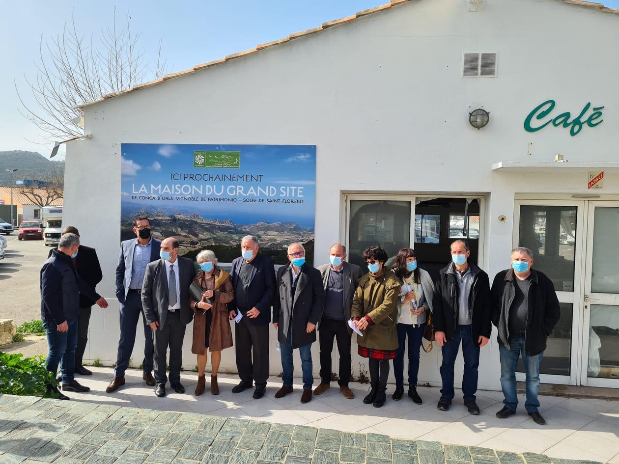 Tous les partenaires du projet étaient présents pour le lancement des travaux de la future Maison du Grand Site Conca d'Oru.