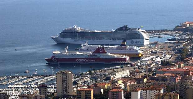 Dans le port de commerce d'Aiacciu. Photo Michel Luccioni.