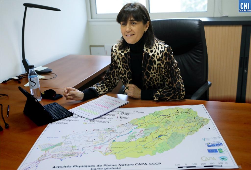 Christelle Combette, vice-présidente de la CAPA présente le schéma des activités de pleine nature. Photo : Michel Luccioni