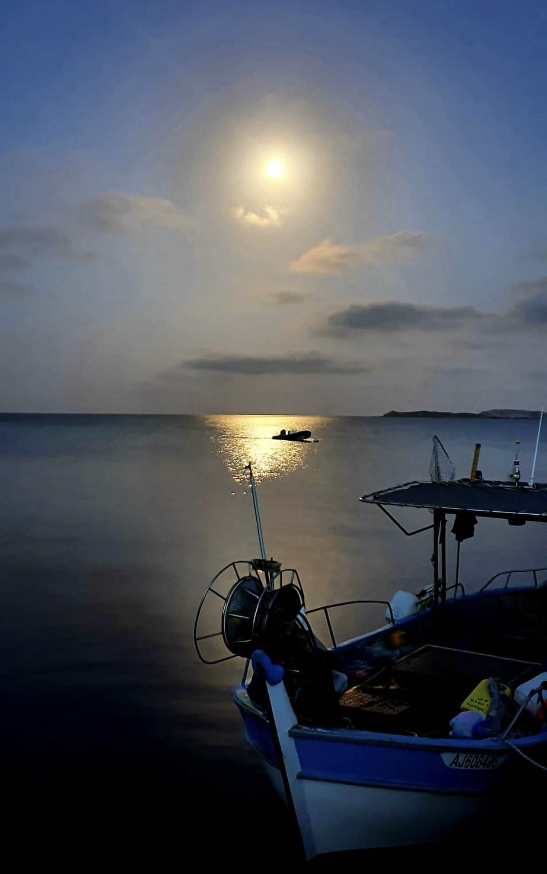 La lune sur Bonifacio plage de Piantarella
