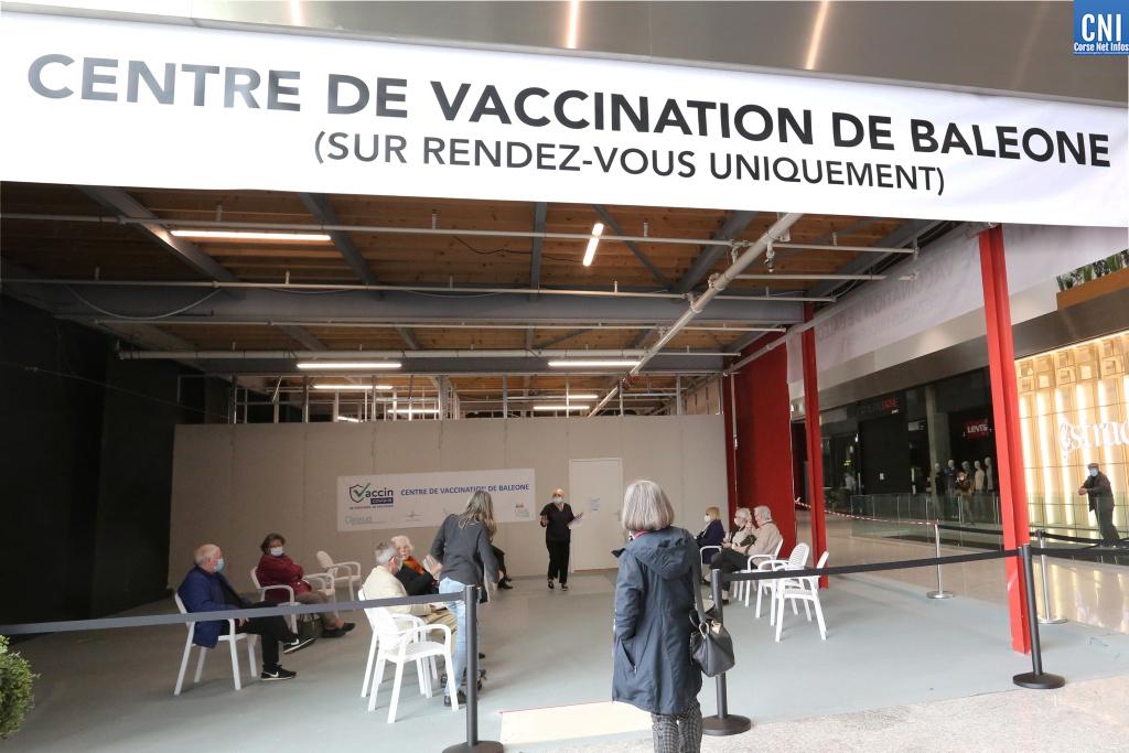 Le centre de vaccination de la galerie du Leclerc Baleone passe à la vitesse supérieure ce week-end. Photo : Michel Luccioni