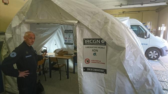 Mai 2018 : le colonel Pierrini menait le détachement de l'Institut de recherche criminelle de la gendarmerie nationale. Le laboratoire mobile d'analyse ADN est constitué d'une tente adossée à un camion. (archives CNI)