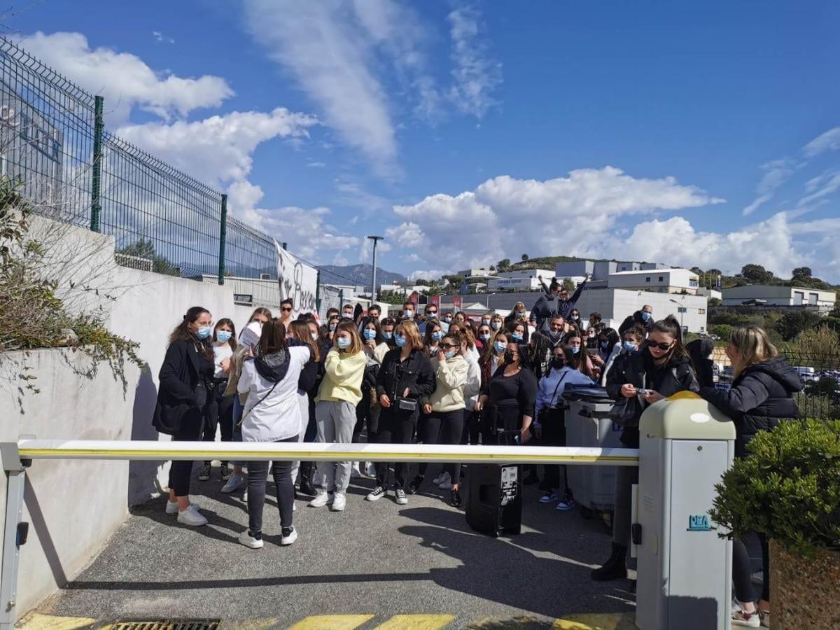 Toutes les promotions de l'IFSI d'Ajaccio se sont mobilisées. Crédits Photo : Sébastien Blanc