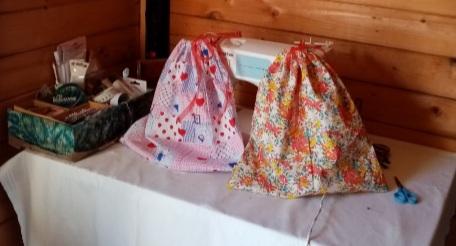 Des sacs confectionnés par des couturières bénévoles. Photo : Sophie Padovani