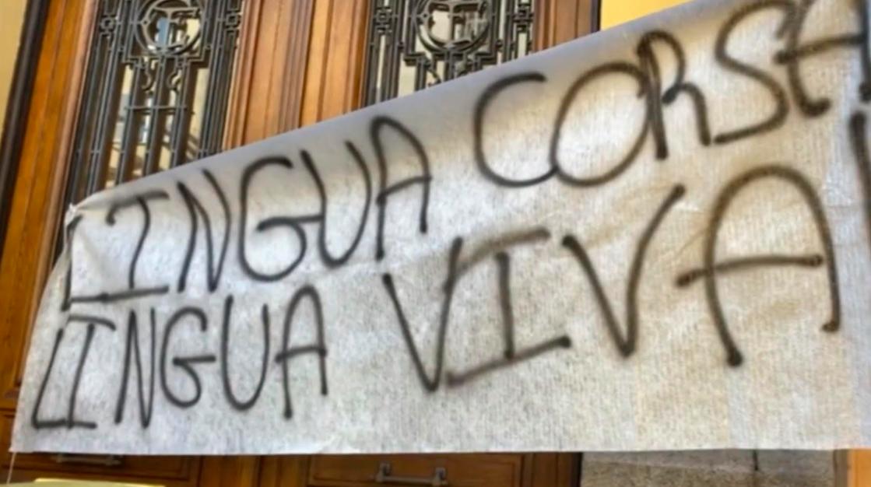 I Liciani Corsi manifestent pour sauver leur langue