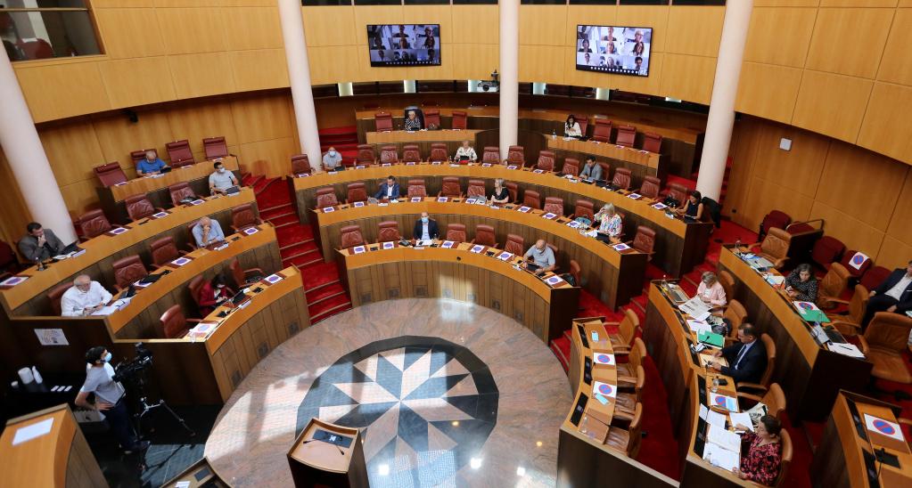 L'hémicycle de l'Assemblée de Corse clairsemé pour cause de pandémie COVID. Photo Michel Luccioni.