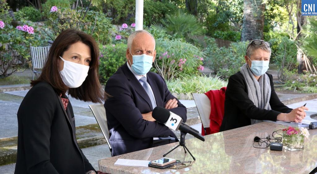Ce jeudi 1er avril,  la rectrice Julie Benetti, la directrice de l'Agence régionale de Santé Marie-Hélène Lecenne et le préfet de Corse Pascal Lelarge ont tenu une conférence de presse commune. Photo : Michel Luccioni