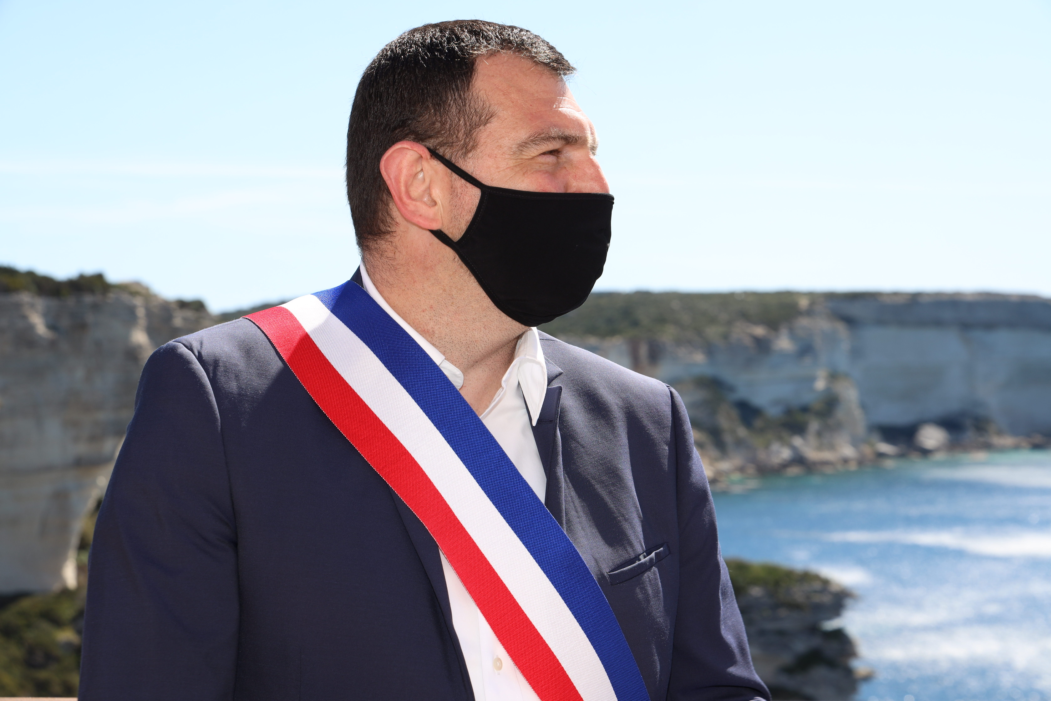 Le maire de Bonifacio Jean-Charles Orsucci lors de la visite de la ministre Marlène Schiappa ce vendredi 9 avril. Photo : Laurent Roch