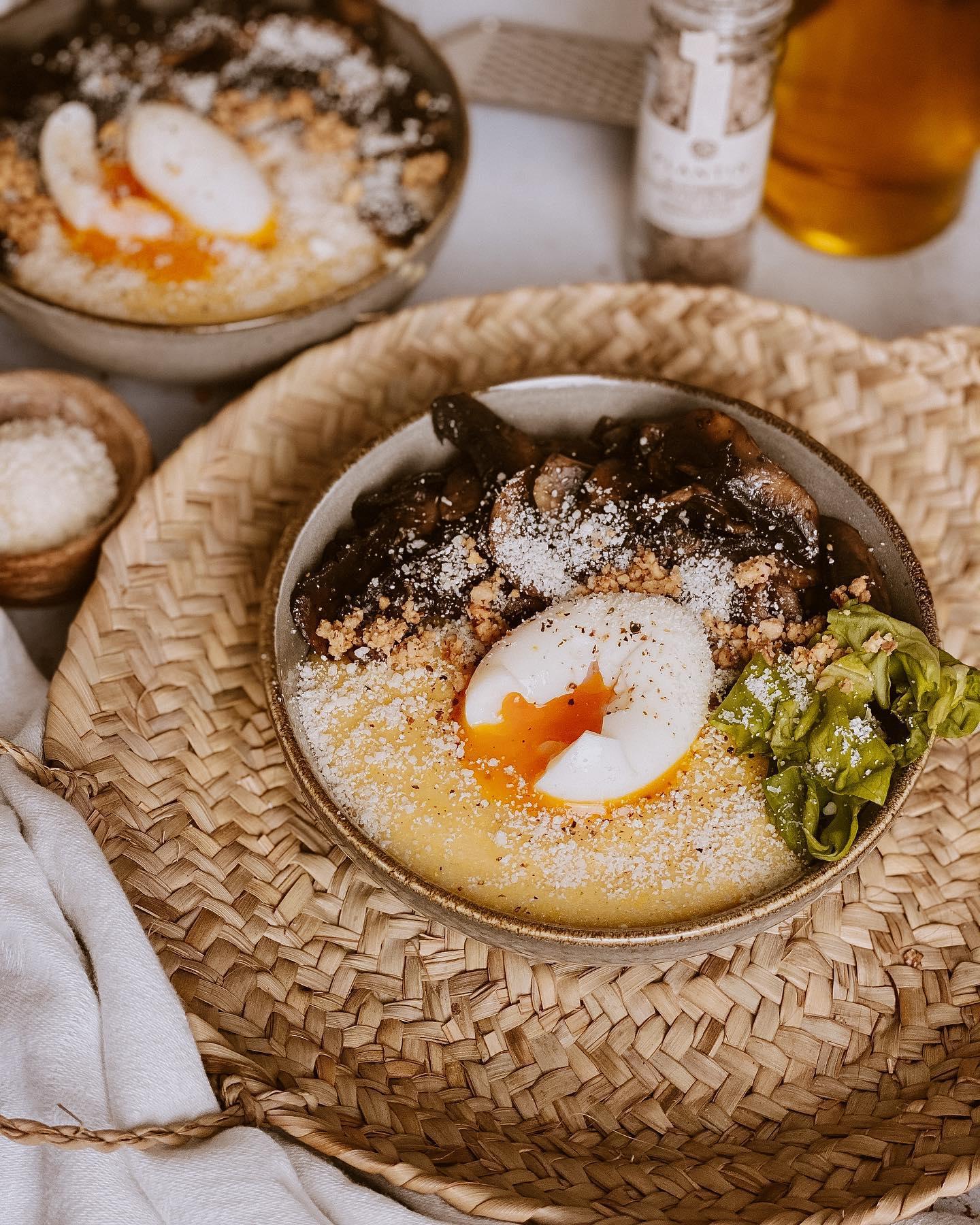 """Polenta crémeuse au pecorino, poêlée de champignons de Paris et œuf mollet avec """"La petite cuisine de Marie"""""""