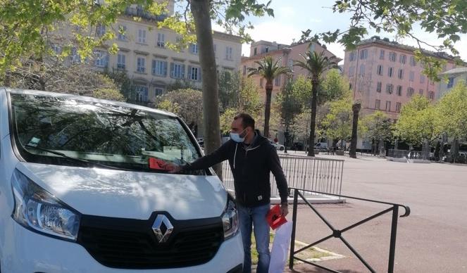 Opération tractage du Comité pour annoncer le rassemblement du samedi 24 avril à Bastia