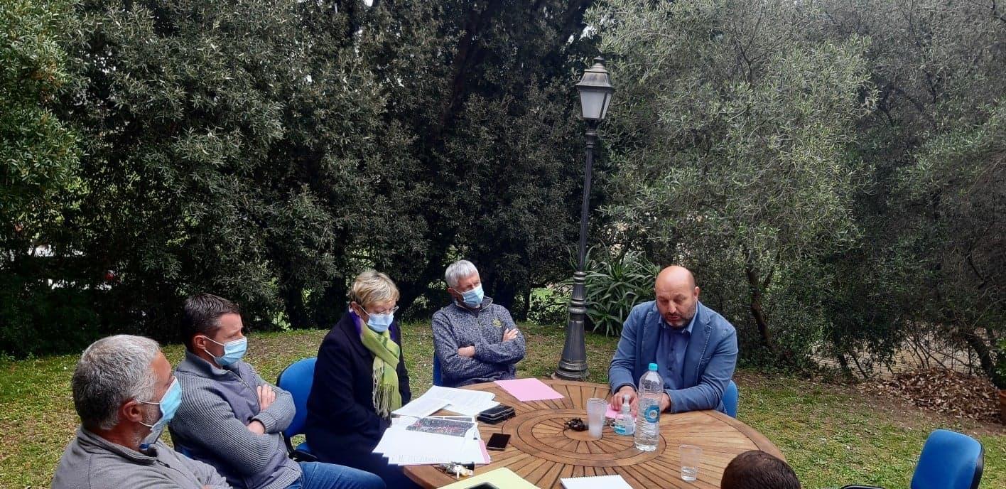 Lionel Mortini a présenté l'opération en prenant pour exemple l'oliveraie de Luri qui y a souscrit. Crédits Photo : ODARC