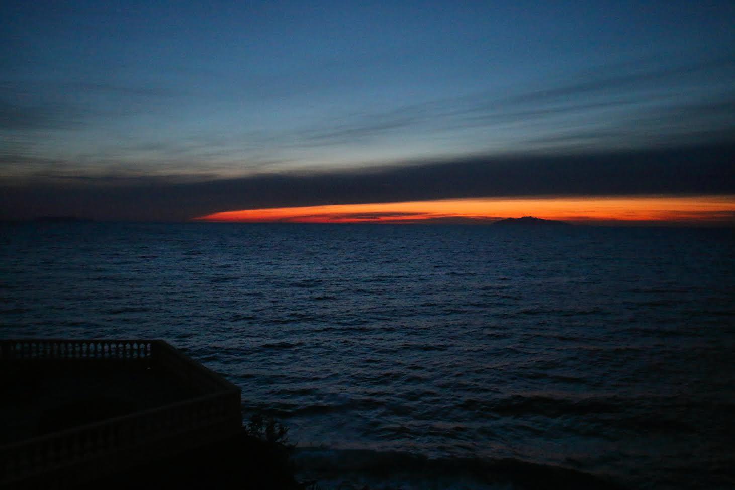 Premiers rayons de soleil vus de Port Toga (Hyacinthe Sambroni )
