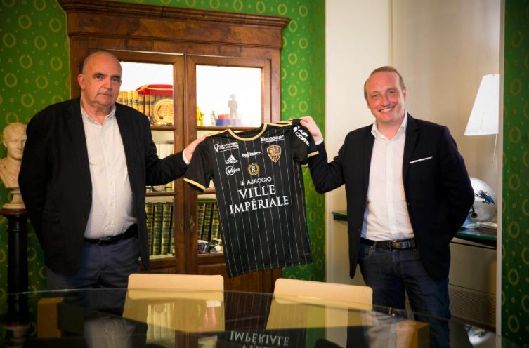 AC Ajaccio : Un maillot collector pour célébrer Napoléon Bonaparte