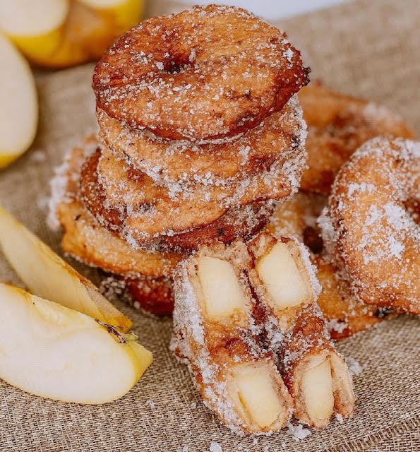 A table : beignets aux pommes avec La petite cuisine de Marie