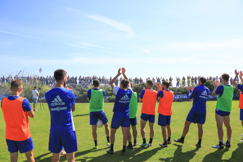 Dimanche, les supporters du SCB sont venus encourager les joueurs à l'IGESA avant leur match de ce lundi à Quevilly