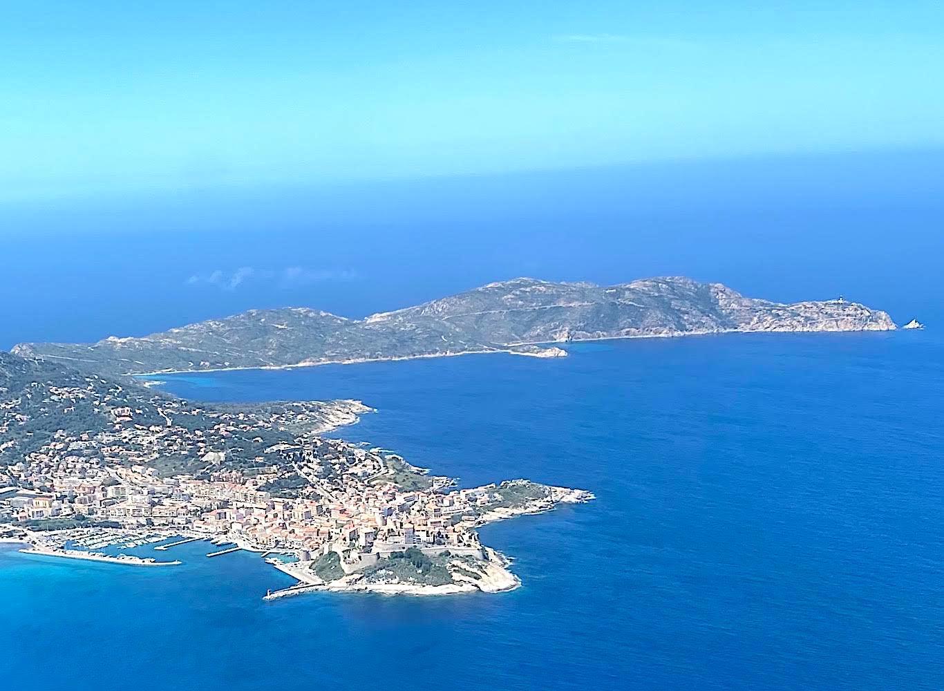 La citadelle le port  de Calvi et même Punta Revellata  au beau soleil du début mai. (Bruno Le Natur)