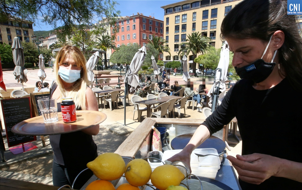 Déconfinement : les Ajacciens retrouvent les terrasses pour le déjeuner