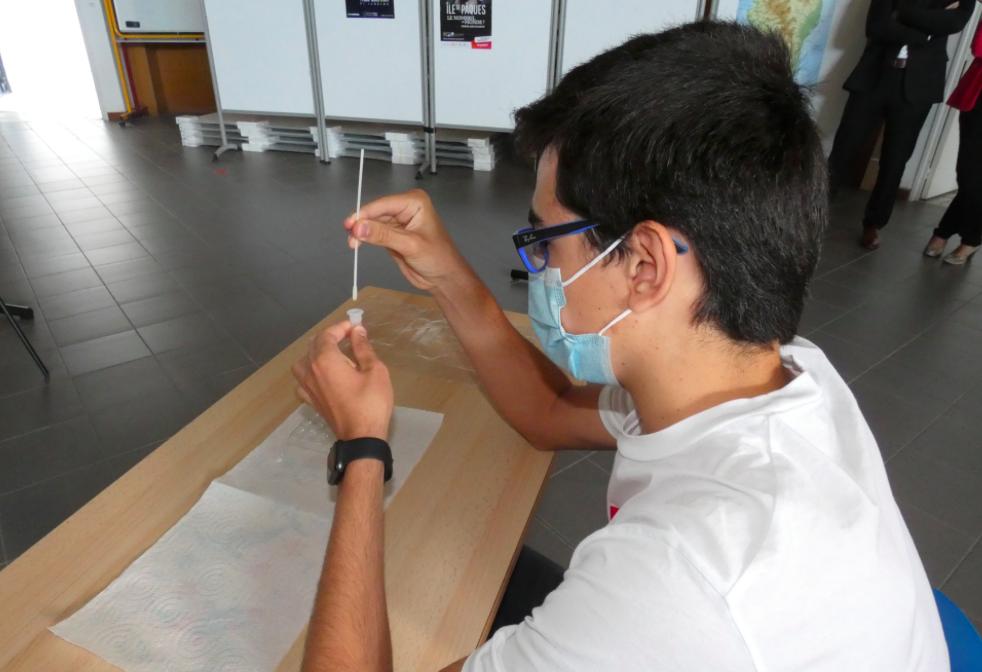 Covid-19 : première séance d'autotests au lycée de la Plaine du Fium'Orbu
