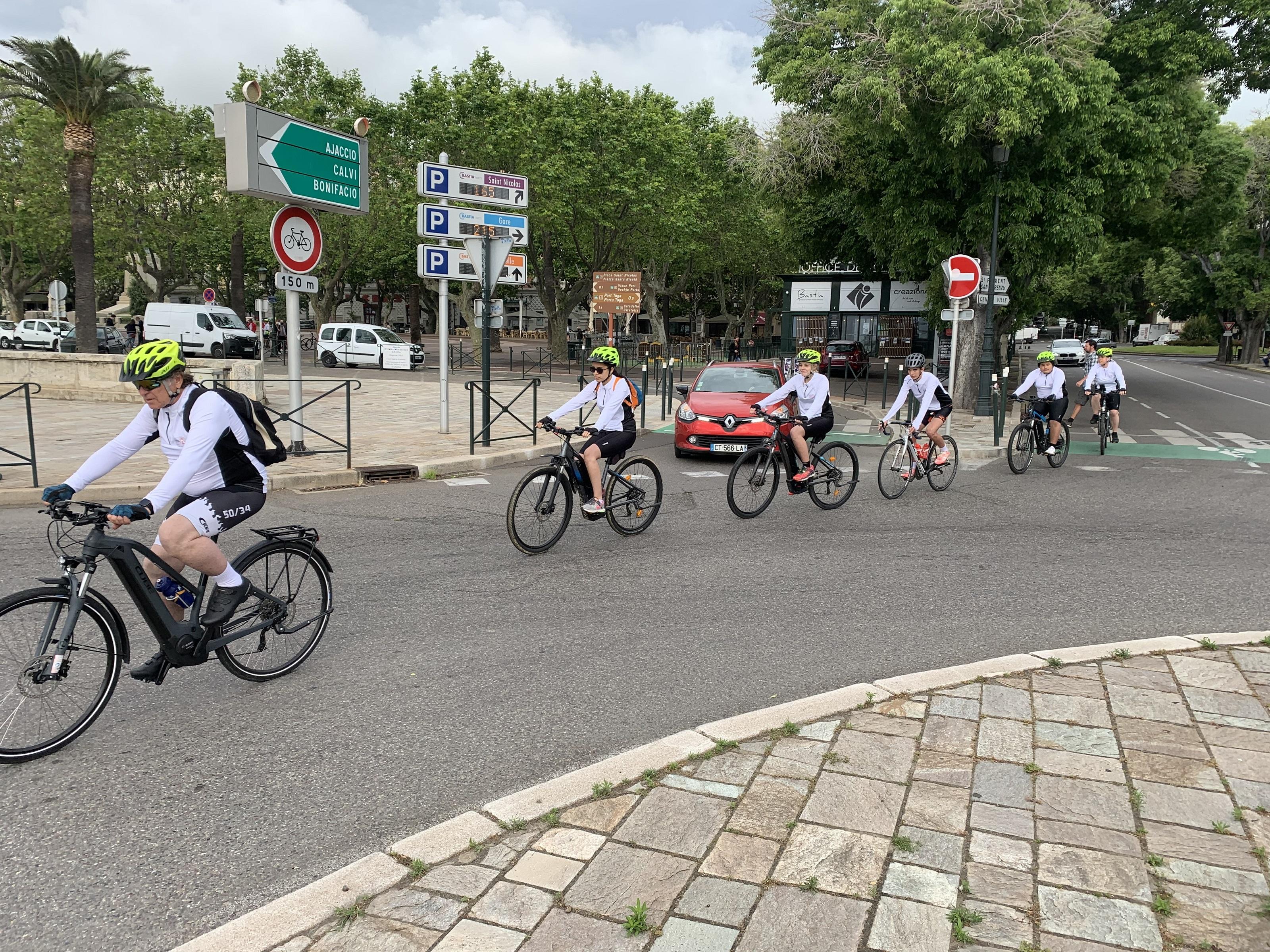 Belle réussite pour le « Tour du partage » de l'Association «Un vélo, une vie»