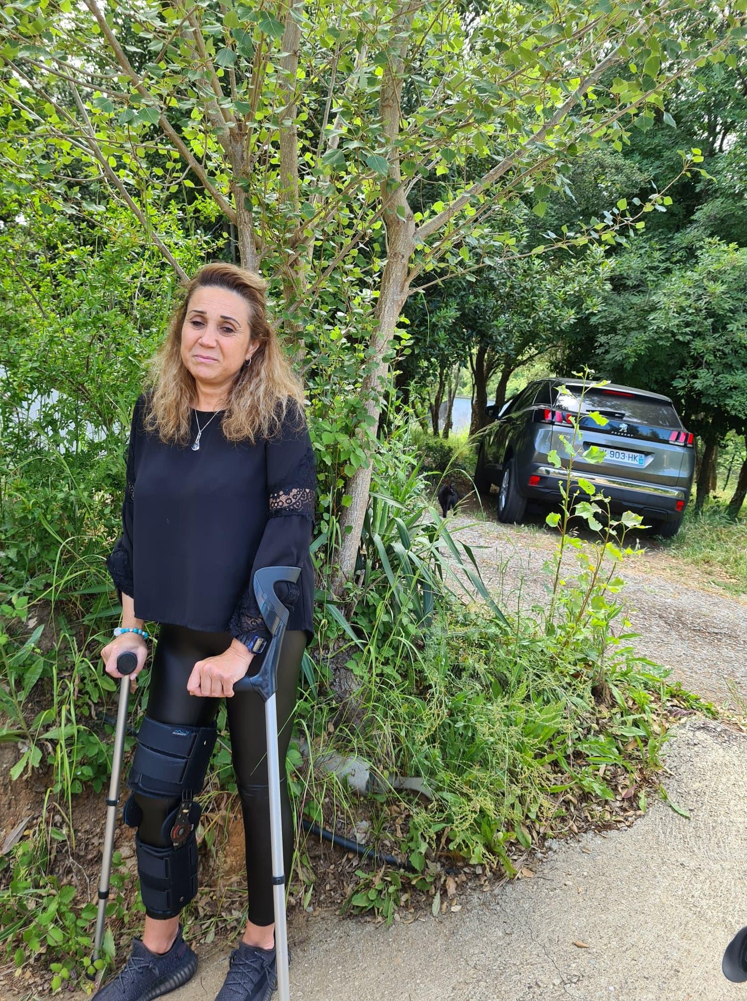 Maryline Taddei, à quelques mètres du lieu de l'incident, juste devant sa maison. Crédits Photo : Pierre-Manuel Pescetti