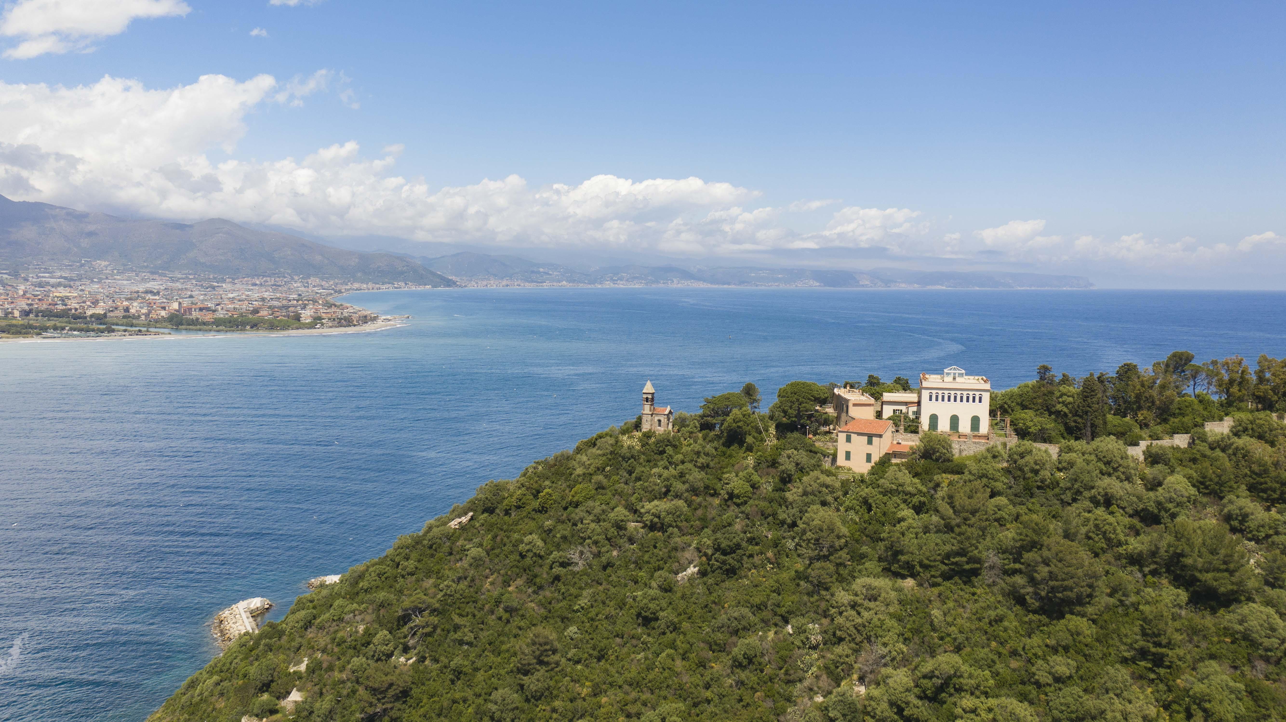 L'île de Gallinara en Ligurie, lieu d'exil de saint Martin pendant trois ans, est en train d'être rachetée par l'Etat italien pour en faire une réserve naturelle et la protéger de la spéculation immobilière. Photo Jean-Baptiste Andreani.
