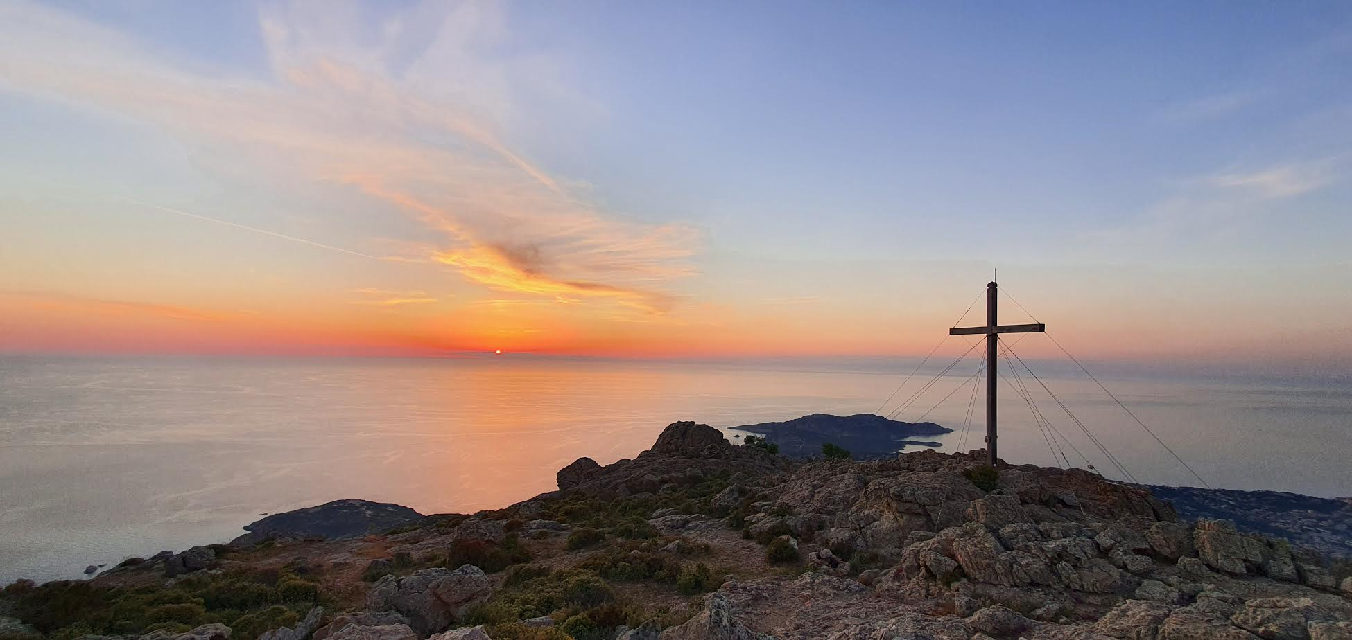 La photo du jour : le coucher de soleil vu du Capu di a Veta