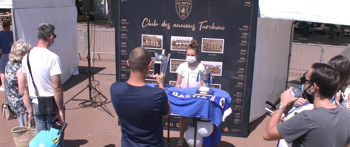 """VIDEO - Quand le """"bleu"""" du Sporting bat son plein sur la place Saint Nicolas"""